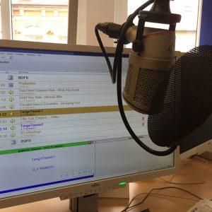 Radio-/TV-Moderatorin